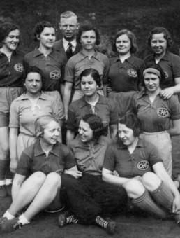 In Schnürhemden und immer lustig! Die erste 1. Frauenmannschaft des CHC, 1934